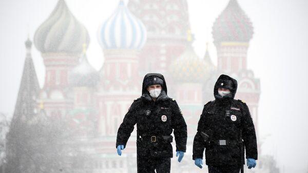 Полицейские на Красной площади в Москве