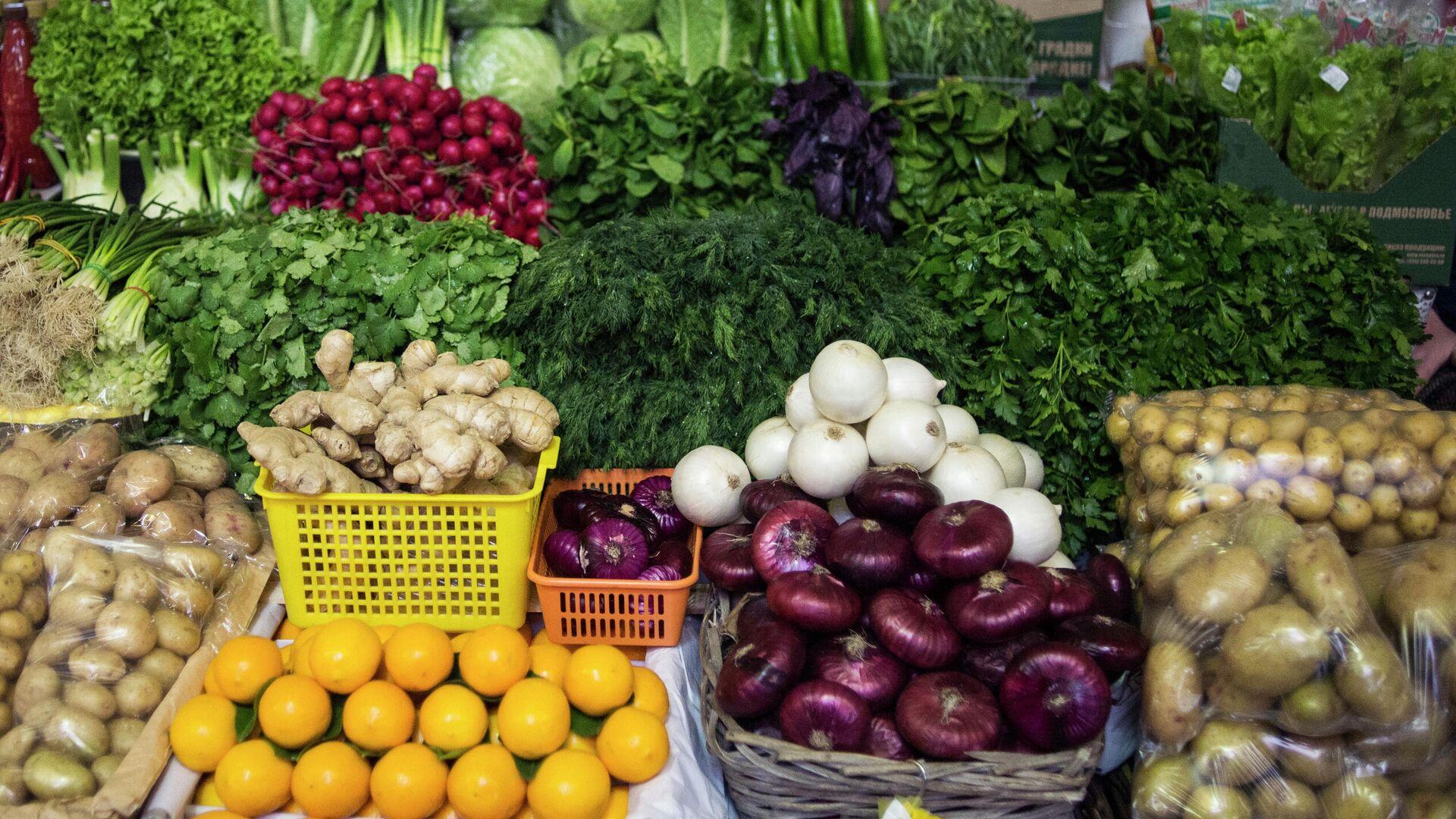 Прилавок с овощами на Даниловском рынке в Москве - РИА Новости, 1920, 08.04.2021