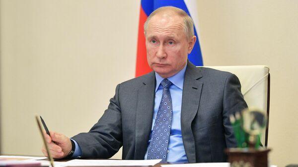 Президент РФ Владимир Путин проводит в режиме видеоконференции совещание с членами правительства