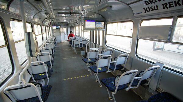 Пассажирский салон трамвая в Риге