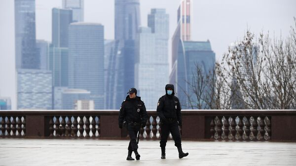 Сотрудники правоохранительных органов на Воробьевых горах в Москве