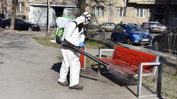 Дезинфекционная обработка в сквере во Львове в рамках профилактики коронавируса