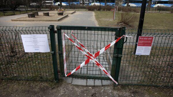 Закрытый для посещения сквер в Таллине