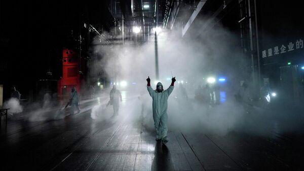 Дезинфекция помещения театра в городе Ухань