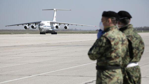 Военно-транспортный самолет ВКС России Ил-76 МД с гуманитарной помощью прибыл в Сербию