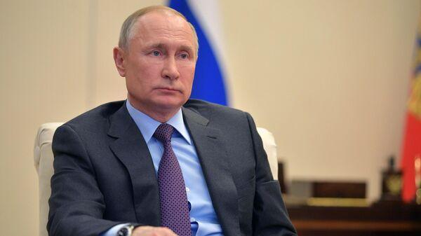 Президент РФ Владимир Путин проводит совещание о ситуации на глобальных энергетических рынках в режиме  видеоконференции