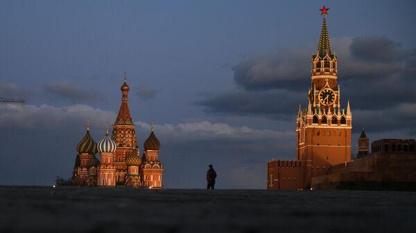 Прохожий на Красной площади в Москве