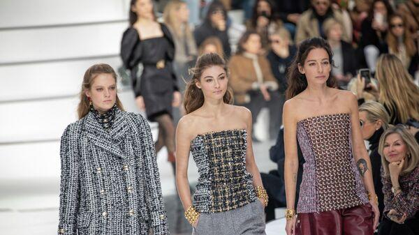 Показ коллекции  Chanel на неделе женской моды осень/зима 2020-2021 в Париже