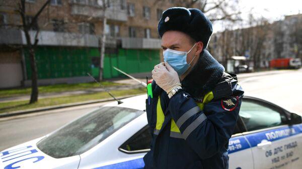 Сотрудник дорожно-патрульной службы ГИБДД в Москве
