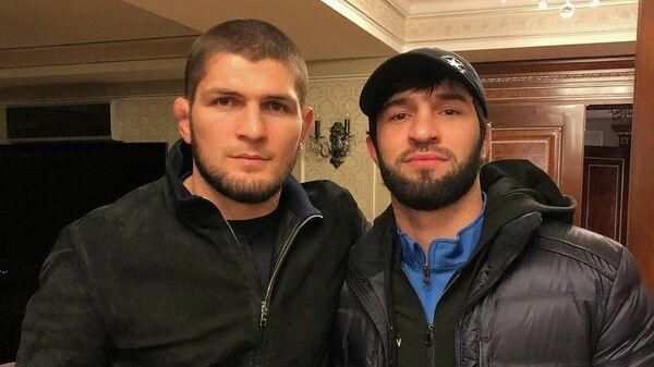 Российские бойцы Хабиб Нурмагомедов и Зубайра Тухугов (слева направо)