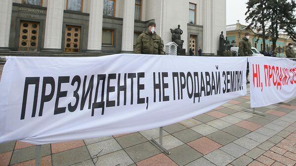 Акция протеста у здания Верховной рады Украины в Киеве
