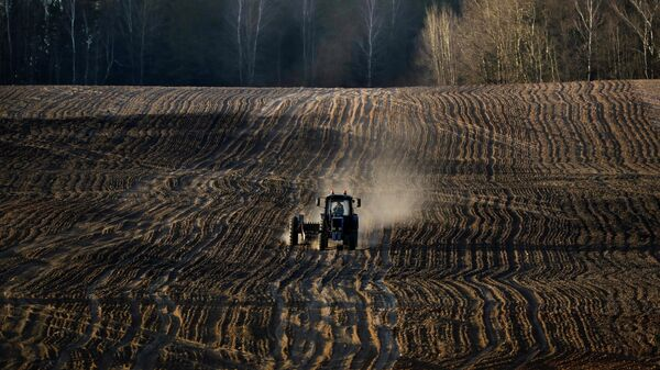 Трактор в поле. Минск, Белоруссия