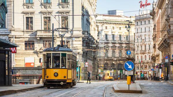 Трамвай на одной из улиц в Милане
