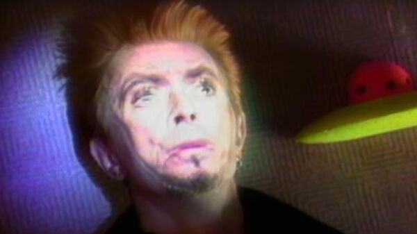 Кадр из видео Repetition певца Дэвида Боуи