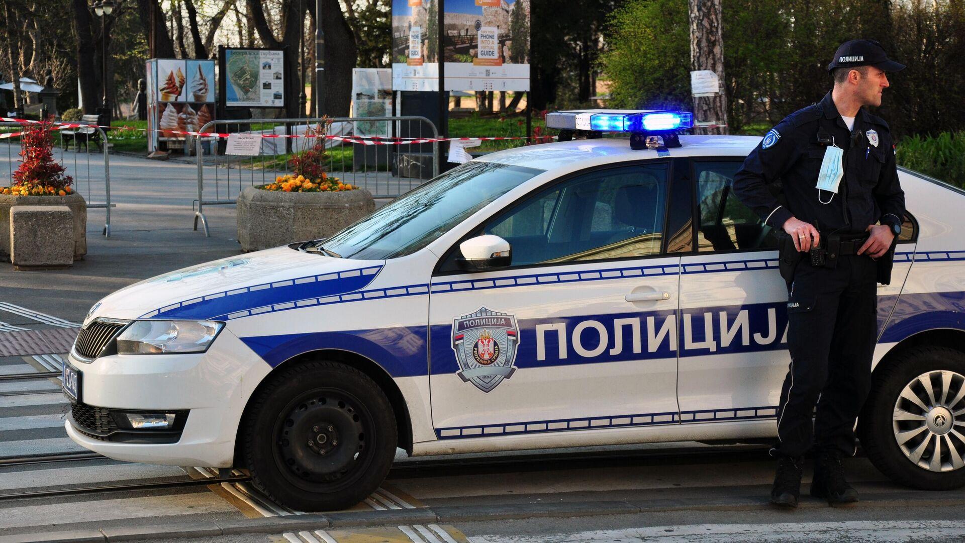 Сотрудники полиции на улицах Белграда во время комендантского часа - РИА Новости, 1920, 04.01.2021