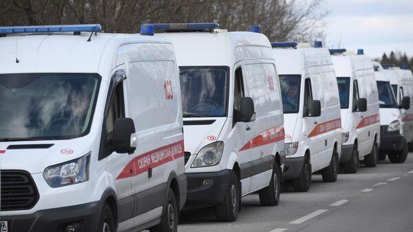 Автомобили скорой помощи у здания ФМБА в Химках