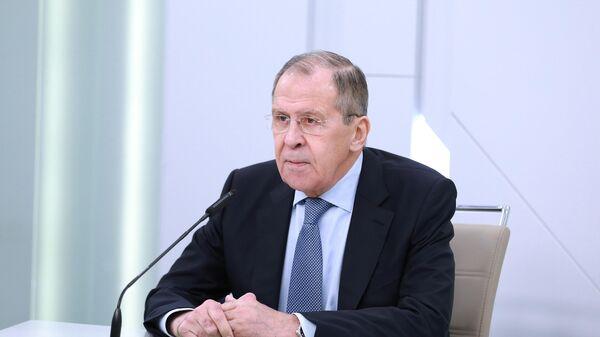 Министр иностранных дел РФ Сергей Лавров во время видеоконференции отвечает на вопросы российских и иностранных журналистов