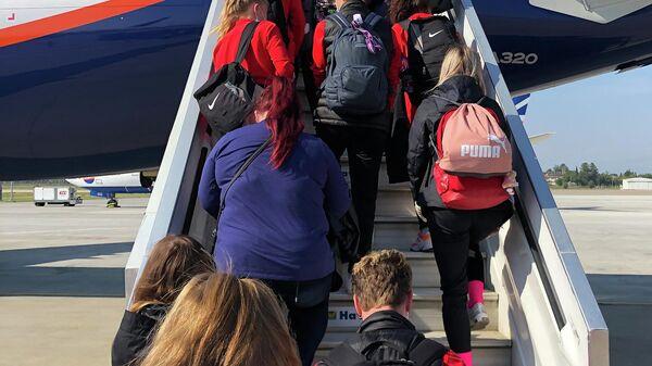 Российские туристы во время посадки на рейс 2143 Анталья – Москва авиакомпании Аэрофлот в аэропорту Анталия в Турции