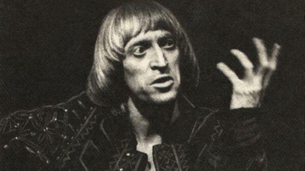 Виктор Авилов в роли Гамлета