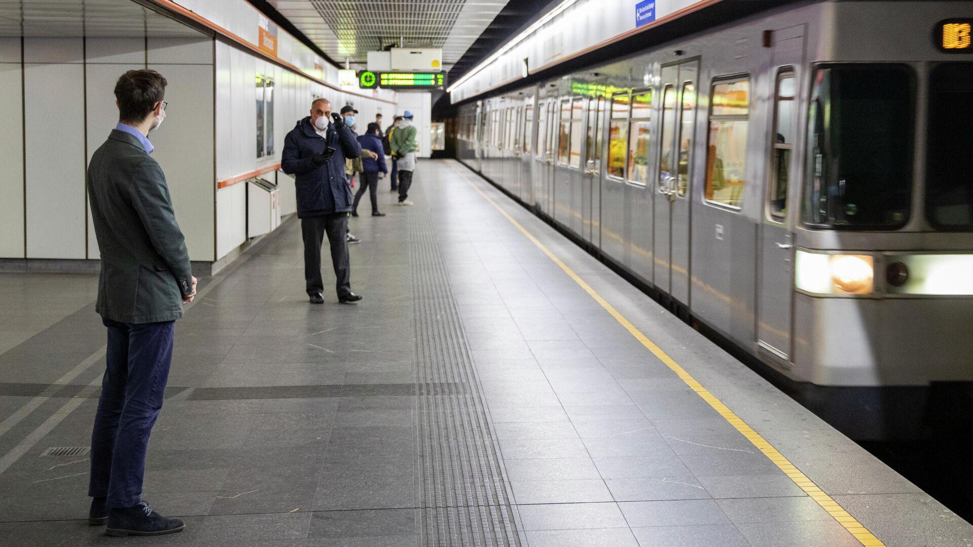 Пассажиры метро в Вене - РИА Новости, 1920, 17.01.2021