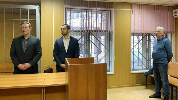 Адвокат Александр Вершинин (справа) в суде. 17 апреля 2020