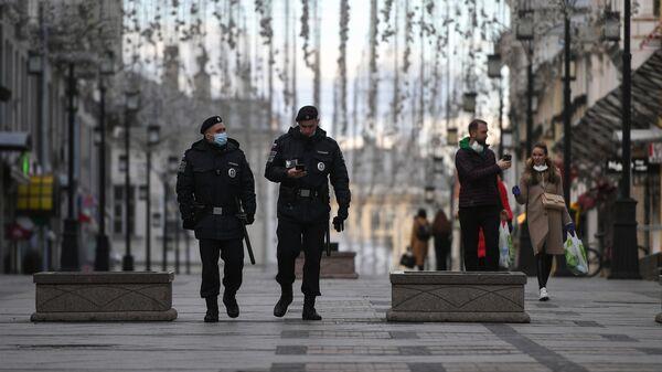 Сотрудники полиции в Камергерском переулке в Москве