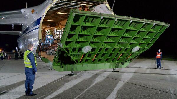 Самолет Ан-124 Руслан ВКС России доставил в Кишинев медицинское оборудование из Китая для борьбы с распространением коронавирусной инфекции