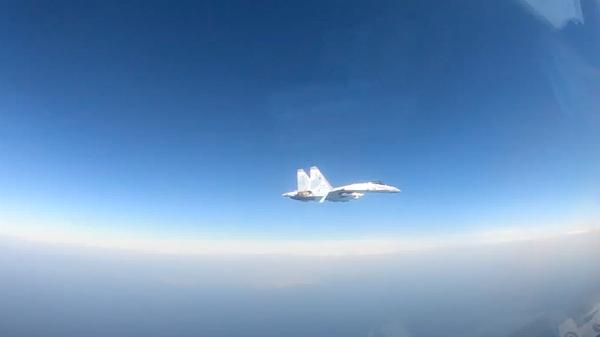 Опубликовано видео опасного сближения Су-35 с американским самолетом