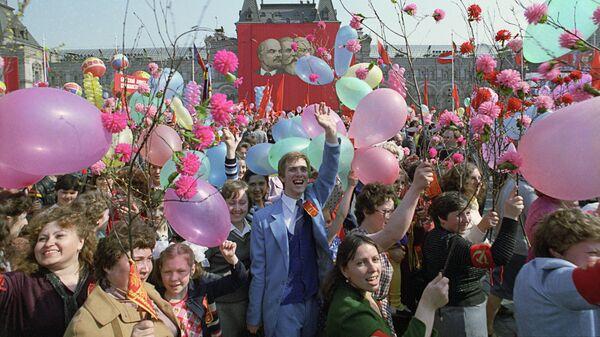Праздничная первомайская демонстрация трудящихся столицы на Красной площади