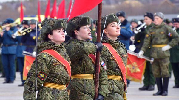 Знаменная группа во время репетиции парада Победы на военном полигоне Алабино