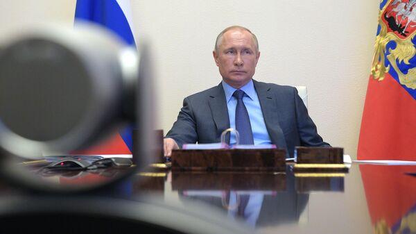 Президент РФ Владимир Путин во время встречи в режиме видеоконференции с губернатором Приморского края Олегом Кожемяко