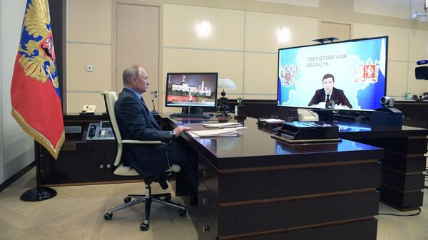 Президент РФ Владимир Путин во время встречи в режиме видеоконференции с губернатором Свердловской области Евгением Куйвашевым