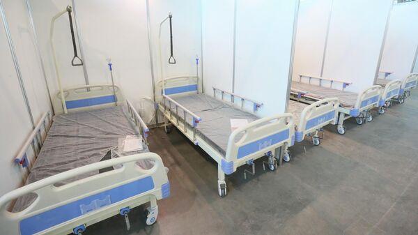 Больничные места для пациентов с коронавирусом в выставочном комплексе Ленэкспо в Санкт-Петербурге