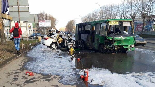 На месте ДТП с автобусом в Екатеринбурге. 25 апреля 2020