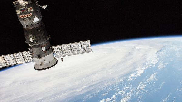 Грузовой корабль Прогресс, пристыкованный к МКС