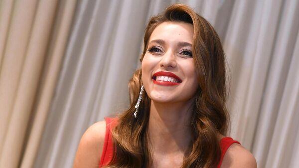 Телеведущая Регина Тодоренко перед началом церемонии вручения премии Женщина года - 2019 по версии журнала Glamour