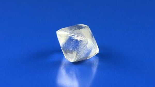 Крупный ювелирный алмаз, добытый на месторождении трубки Юбилейная в Якутии