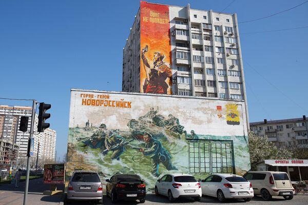 Граффити на фасаде жилого дома, посвященное 75-й годовщине победы в Великой Отечественной войне, в Новороссийске