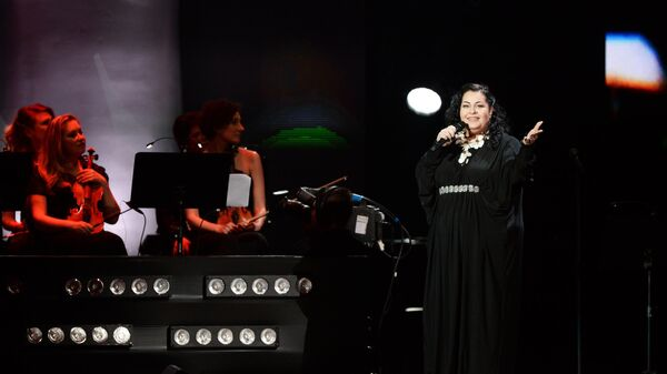 Певица Мариам Мерабова выступает на праздничном концерте в честь пятилетия телепроекта Голос в Государственном Кремлевском дворце в Москве