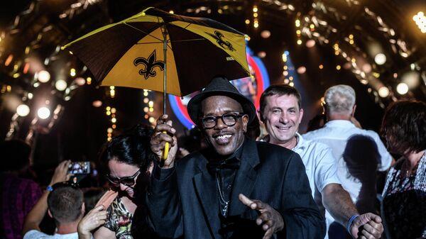 Музыкант коллектива Joe Lastie's New Orleans Sound Мервин Кэмпбелл (в центре) на фестивале Koktebel Jazz Party 2017