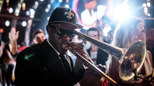 Музыкант коллектива Joe Lastie's New Orleans Sound во время выступления на фестивале Koktebel Jazz Party 2017
