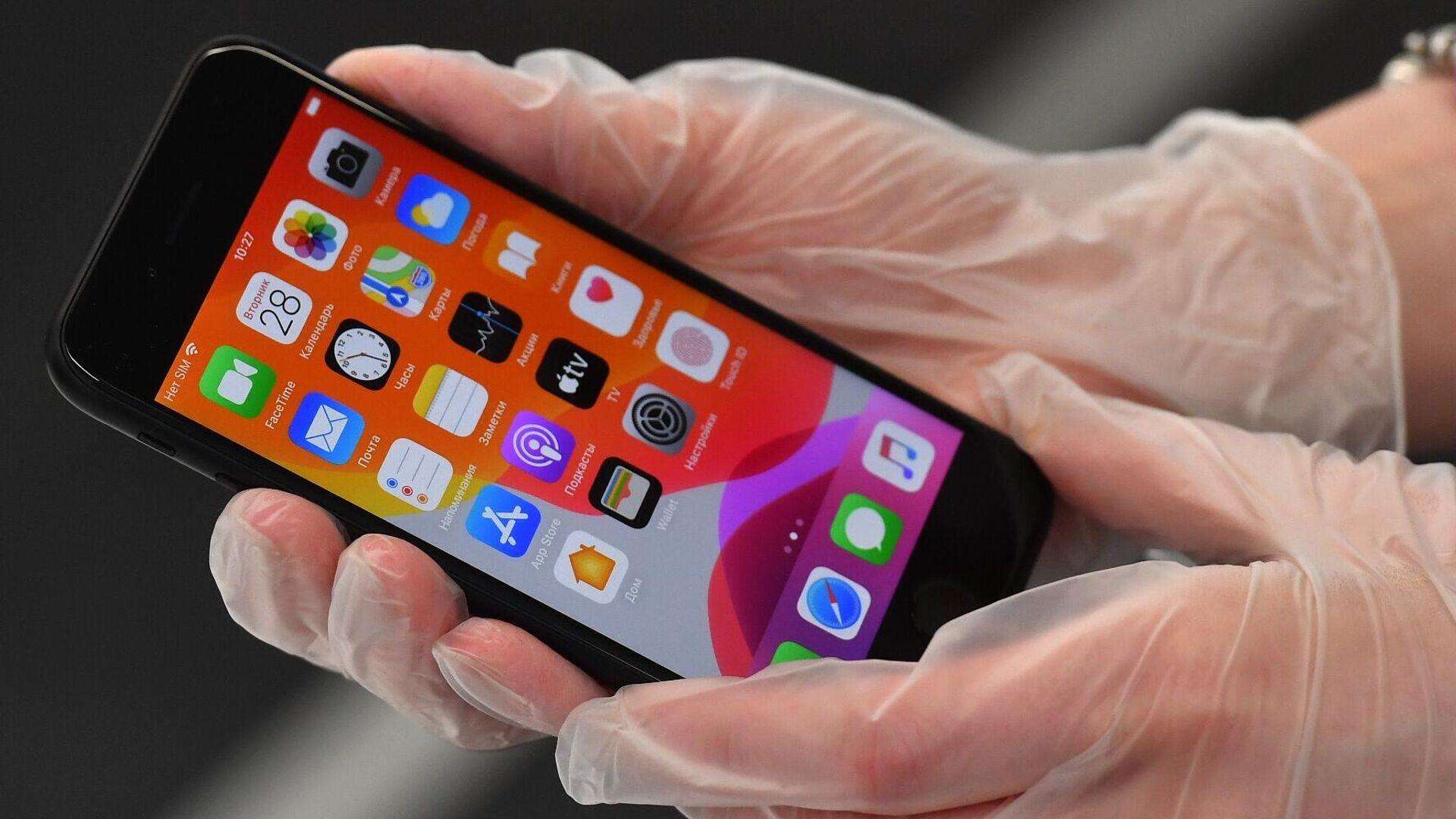 Новый смартфон компании Apple iPhone SE 2020 в магазине Cstore в Москве - РИА Новости, 1920, 19.09.2020