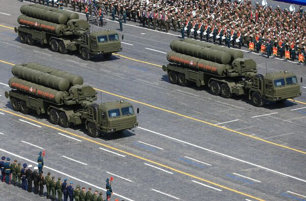 Зенитный ракетный комплекс С-400 Триумф во время военного парада в ознаменование 70-летия Победы в Великой Отечественной войне 1941-1945 годов