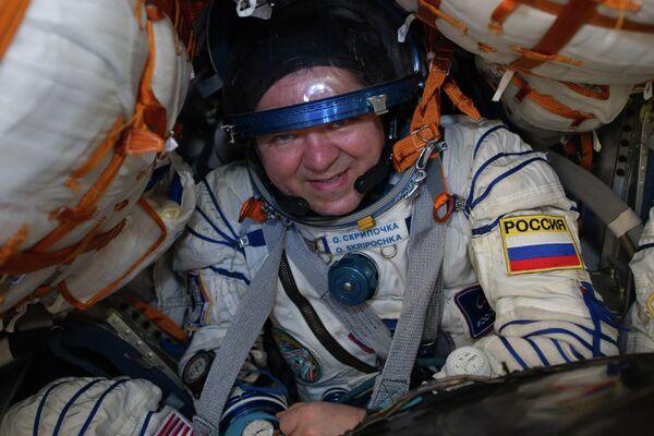 Член основного экипажа МКС-61/62 космонавт Роскосмоса Олег Скрипочка после посадки спускаемого аппарата транспортного пилотируемого корабля Союз МС-15 с тремя членами экипажа Международной космической станции в казахстанской степи