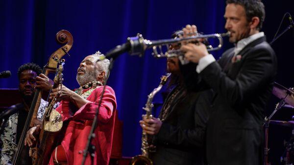 Выступление артистов на гала-концерте All-star Global Concert в Международный день джаза на сцене Мариинского театра в Санкт-Петербурге