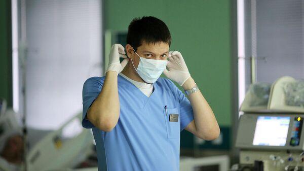 Врач в больнице скорой медицинской помощи