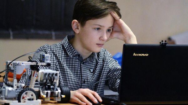 Участник соревнований по робототехнике