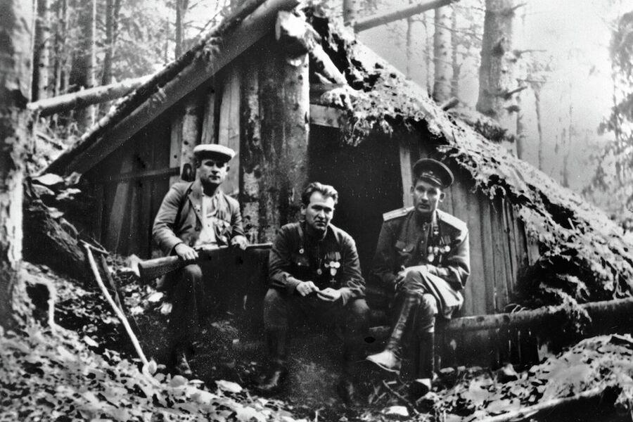 Во время второй мировой войны в партизанском движении Словакии принимали участие и советские военные