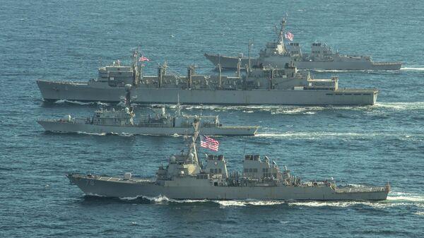 Эсминцы ВМС США Портер, Дональд Кук и Франклин Рузвельт и британский фрегат Кент во время учений в Баренцевом море. 5 мая 2020