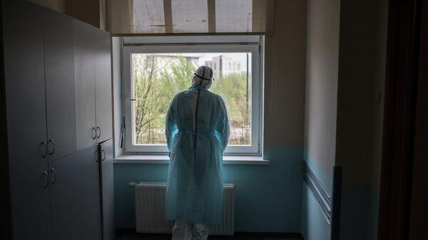 Врач госпиталя для зараженных коронавирусной инфекцией центра МГУ имени М. В. Ломоносова